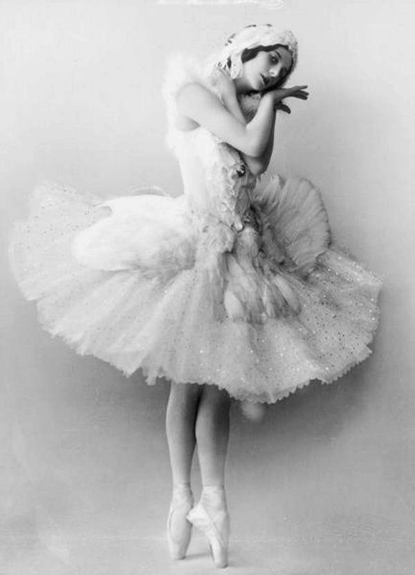 Anna_Pavlova_as_the_Dying_Swan.jpg